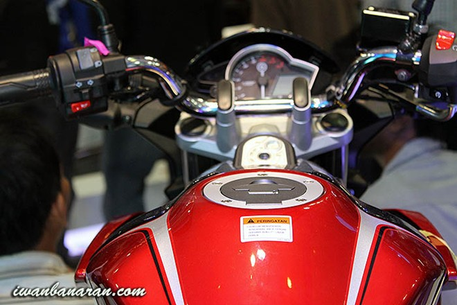Yamaha V-Ixion 2013